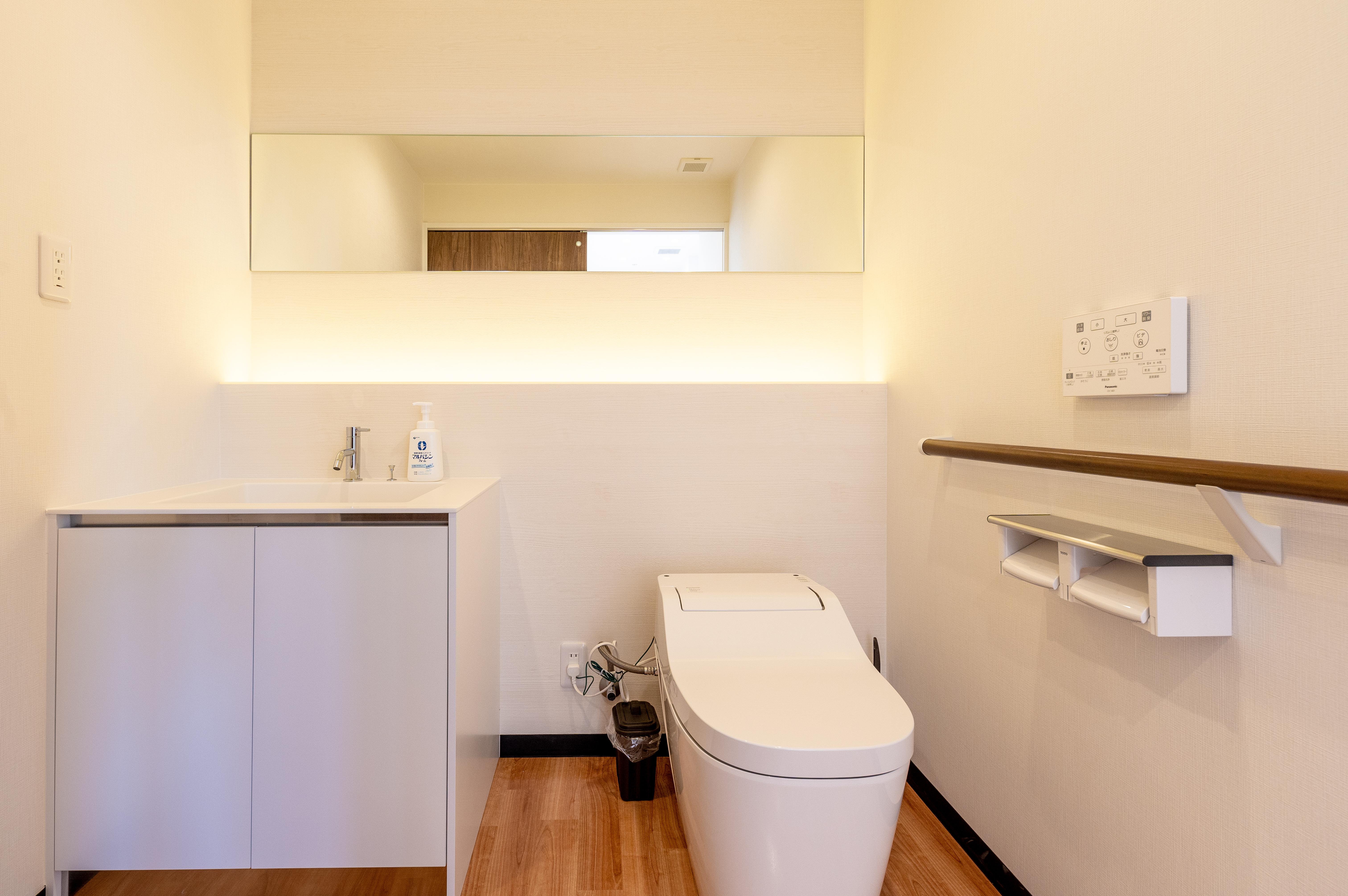 トイレ<br>(車椅子対応・オムツ交換台付)